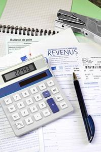 Calculatrice et feuille d'impôts sur le revenus Gestion de patrimoine